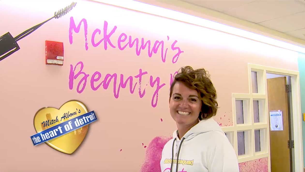 McKenna's Squad Beauty Bar (S7 E23)